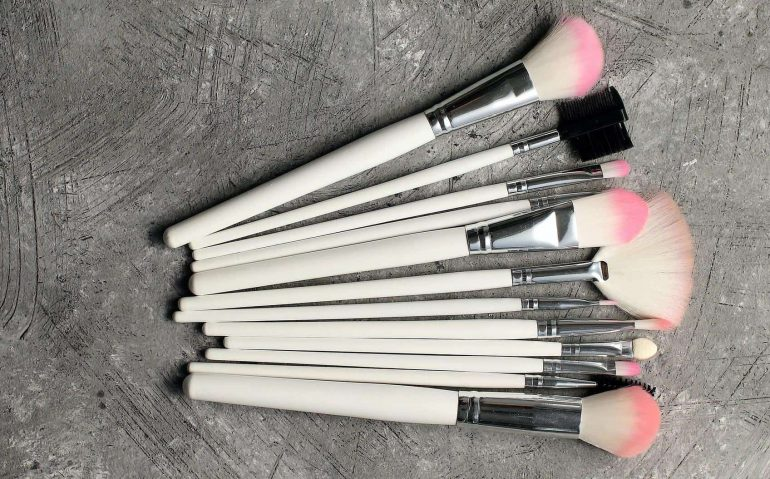 How To Choose Makeup Brushes